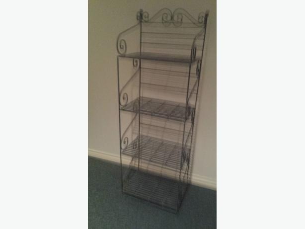 3 SHELF WROUGHT IRON BAKERS RACK