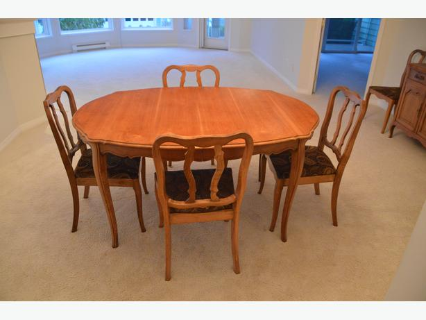 Andrew Malcolm dining room table set