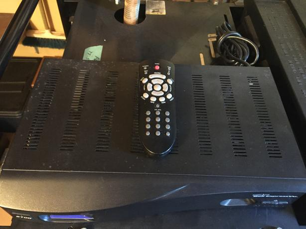 Bell ExpressVu 2700 Receiver And Satellite Connections.