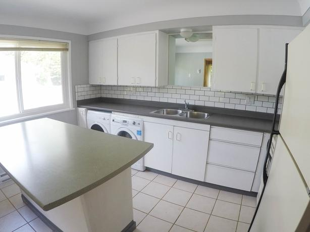 [Newly Renovated] Main Level 2BR 1BA Suite on Finlayson St.