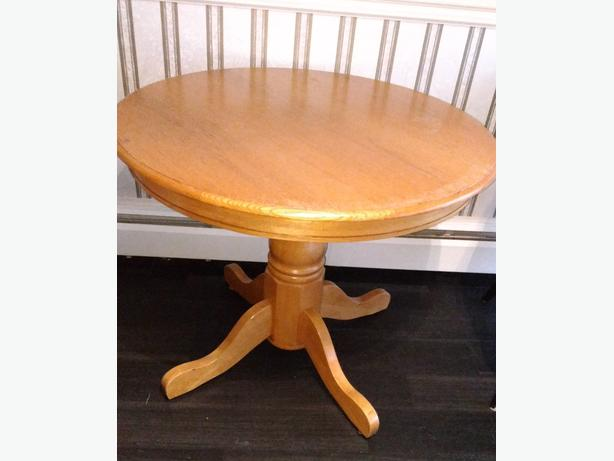 SMALL SOLID OAK DINING ROOM TABLE
