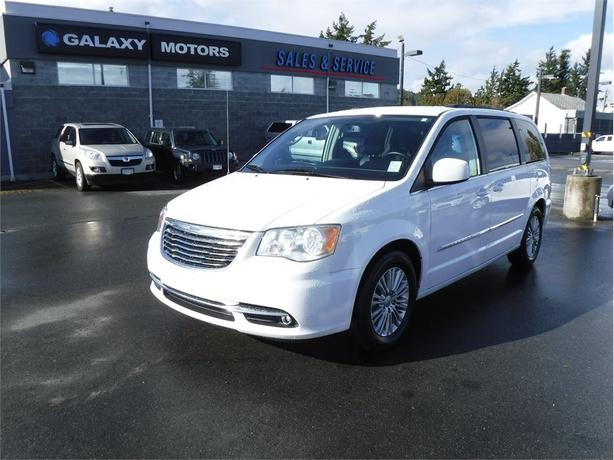 2016 Chrysler TOWN & COUNTRY TOURING - Stow N Go, Heated Front Seats