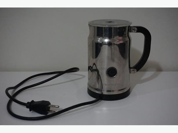 Nespresso Milk Frother & Verteuo Line Capsule Stand