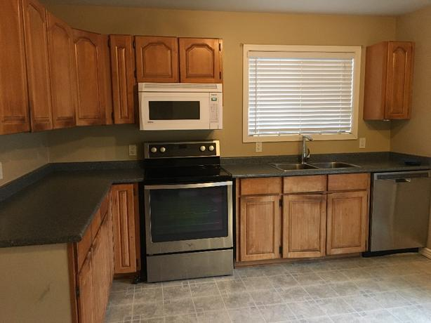 Kitchen Cabinets / Countertops
