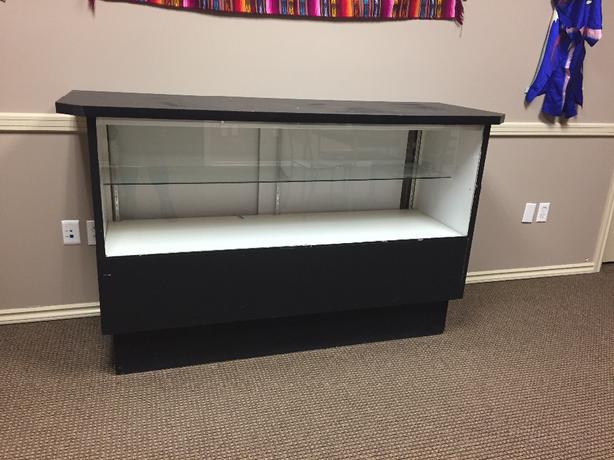 FREE:  lighted display case