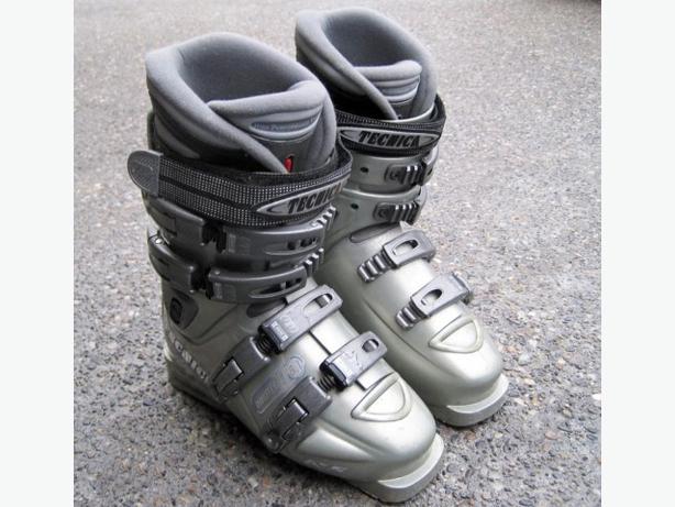 Women Ski Boots ~ size 6.5 (23.5 mondo)