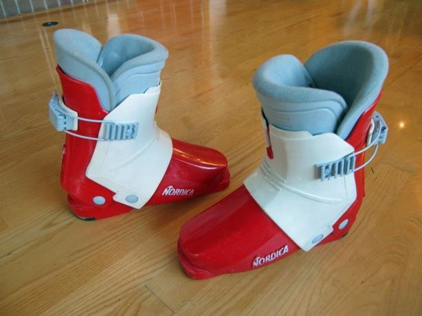 Youth Ski Boots ~ 21.5/22.0 mondo