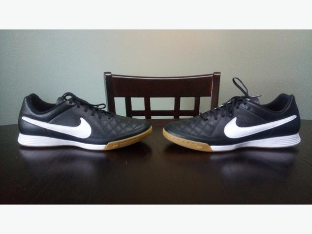 60cbb1107 Men  39 s Nike Indoor Court   Soccer Shoes Sz 11 North Regina