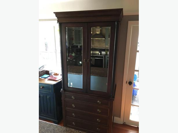 Tall cabinet / dresser