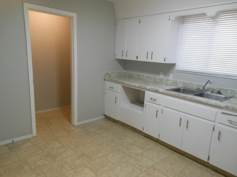 All 3 Utilities Included Massive Bright 1 Bedroom Apartment Central Regina Regina Mobile