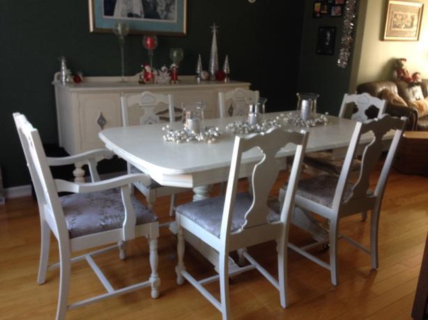 Dining room set **Must Go**