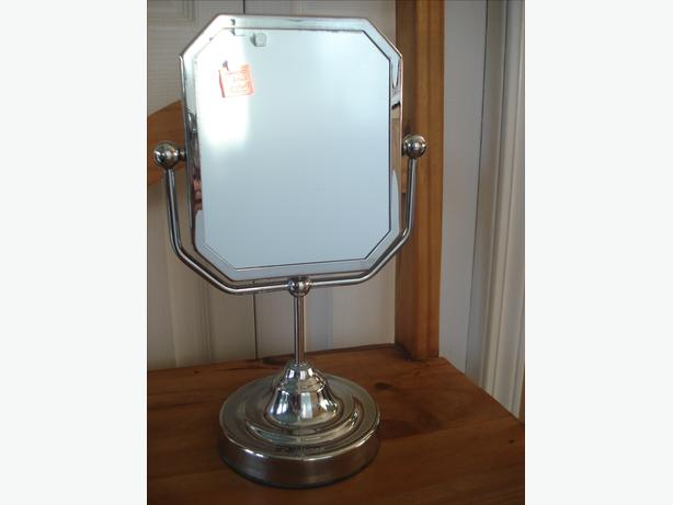 REDUCED - BEAUTIFUL LOOKING DRESSER MIRROR