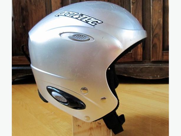 Ski & Snowboarding Helmet ~ Medium