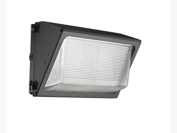 LED Outdoor Wall Pack / Die-Cast  w/ Glass Refractor