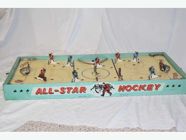 Vintage 1950's Munro Allstar Table Top Hockey Game