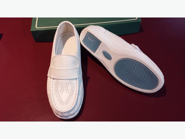 New white Nursing shoes
