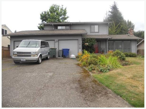 2 story home with 3 cars, 3br, 2bth, fenced yard (East side Newport Hill)