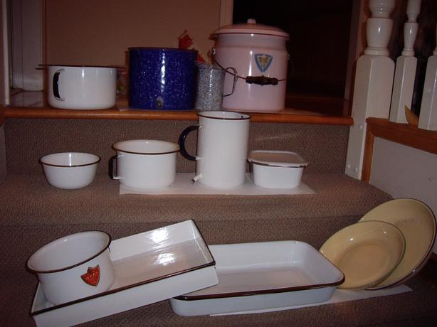 ENAMELWARE VINTAGE/ANTIQUE