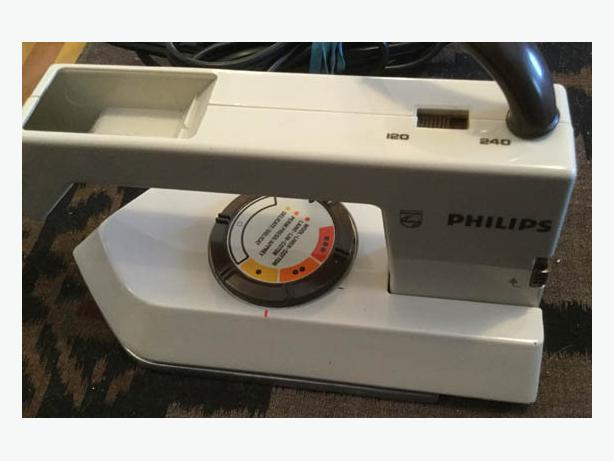 Travel Iron Philips LR 58221, has a switch for 110 or 240