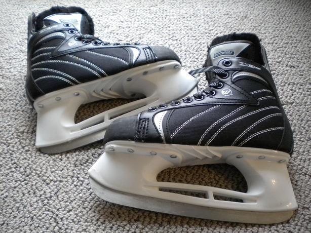 Skates - Winnwell & Bauer- size. 5-Great Condition