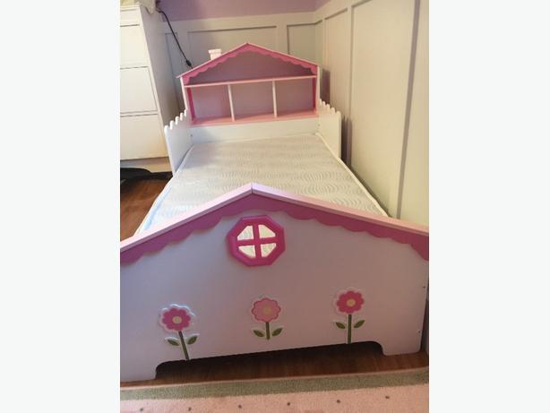 Kidkraft Dollhouse Toddler Bed Saanich Victoria