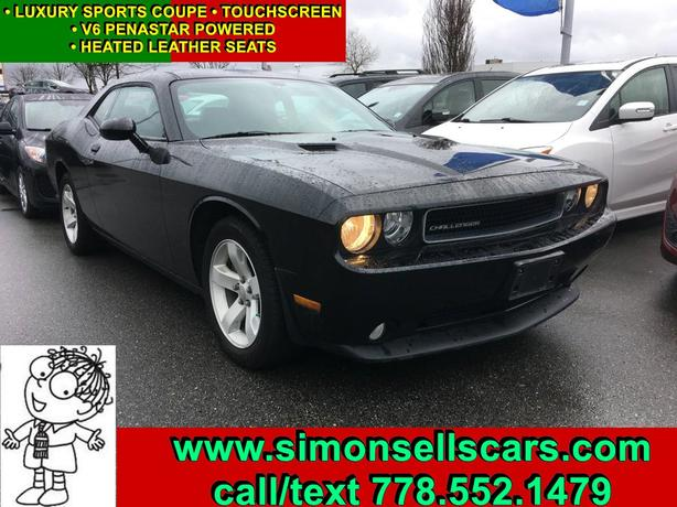 2013 DODGE CHALLENGER SXT - HEATED LEATHER AND NAVIGATION!