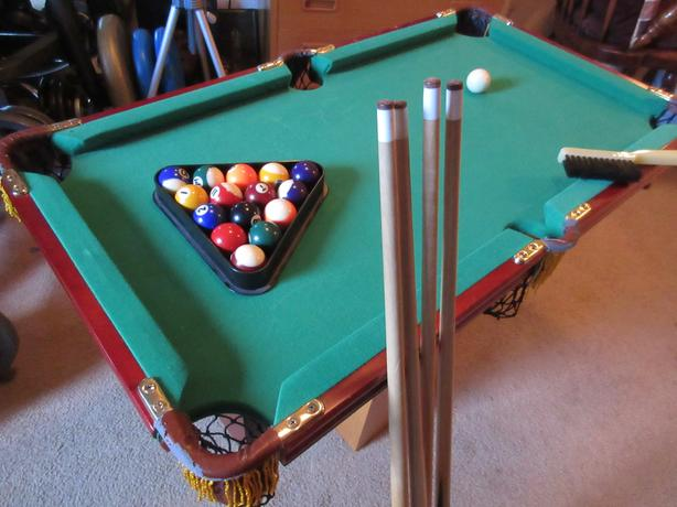 TABLE TOP POOL TABLE*