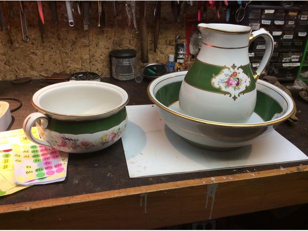 Ewer , washbasin , chamber pot