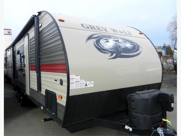 2018 Grey Wolf 23DBH - Double Bunk Unit with Modern Styling!!