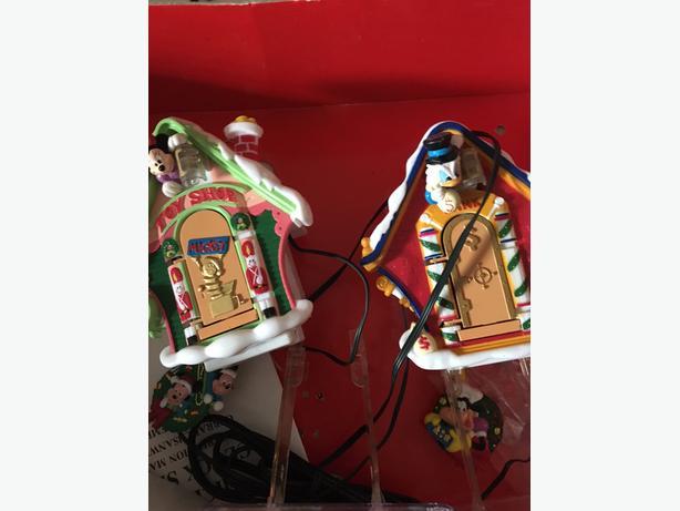 Disney Weihnachtslieder.Disney Mr Christmas Mickey 39 S Clock Shop Central Saanich Victoria