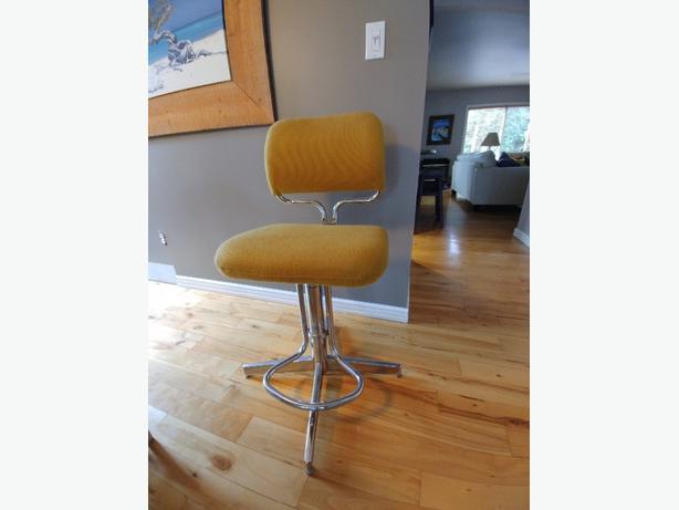 Retro adjustable chair