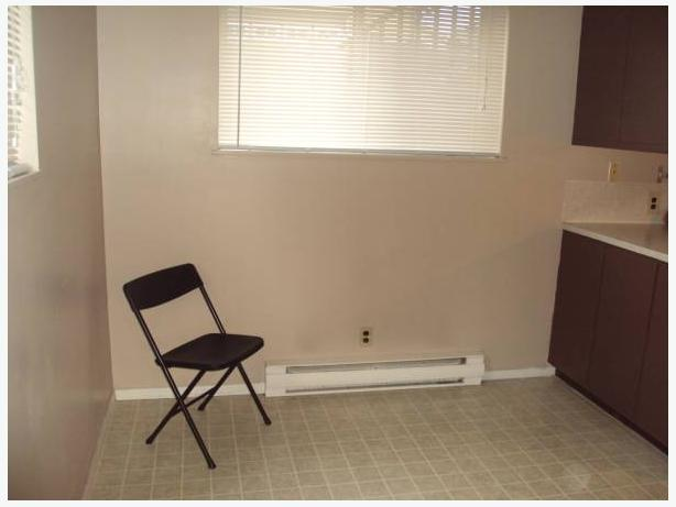 $1200 / 2br - 900ft2 - MARCH 1 MOVE IN - 2 BEDROOM BASEMENT SUITE FOR RENT