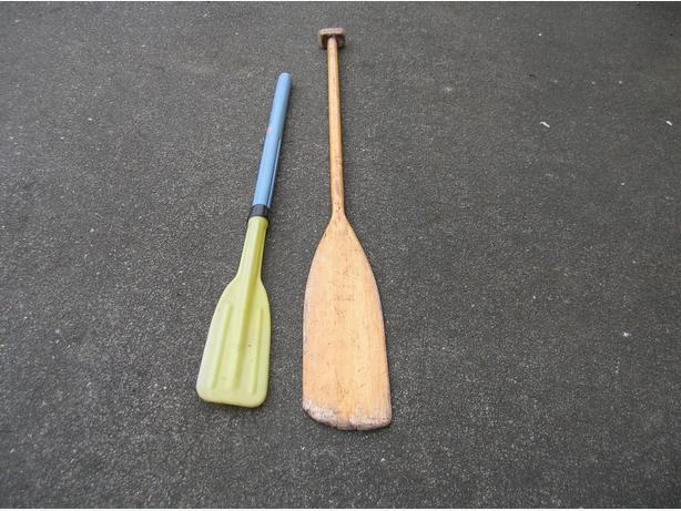 CANOE PADDLE and SMALL BOAT OARS.    (035 4411)   **
