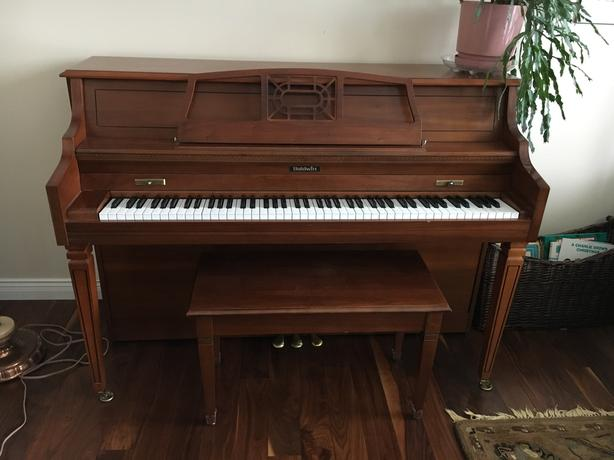 Baldwin Piano and bench