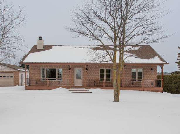 Cumberland 3 bedroom home for sale - OPEN HOUSE Sunday Feb 11th!