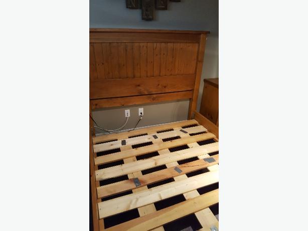 Solid Pine Rustic Queen Bedroom Suite