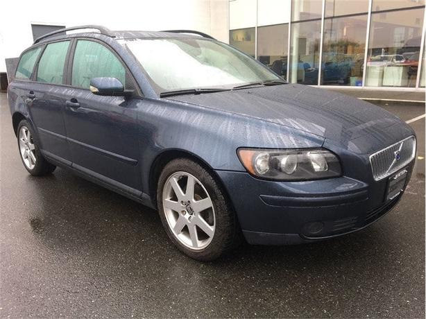 2005 Volvo V50 2.4i M SR Low kms! Includes Warranty!