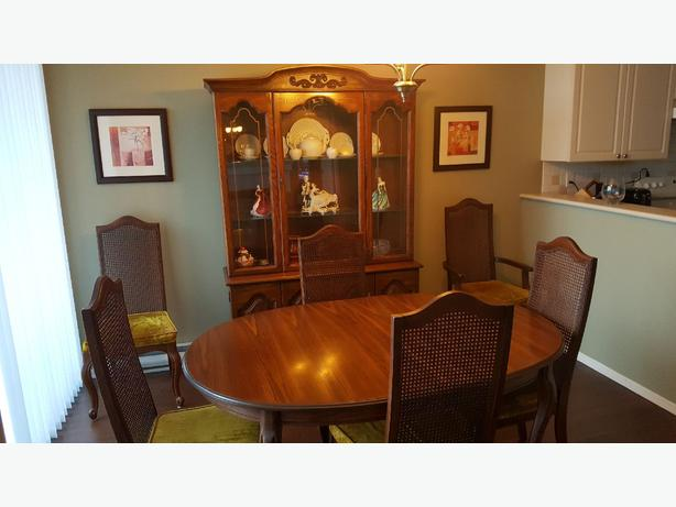 FREE: Dining Room Suite