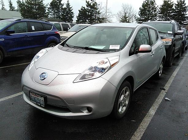 2015 Nissan LEAF SV – Quick Charge Package – Navigation – 64,291Kms STK#M8652