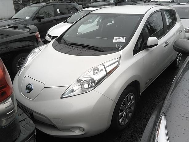 2015 Nissan LEAF S – Quick Charge Package – Backup Camera – 48,262Kms STK#M8654