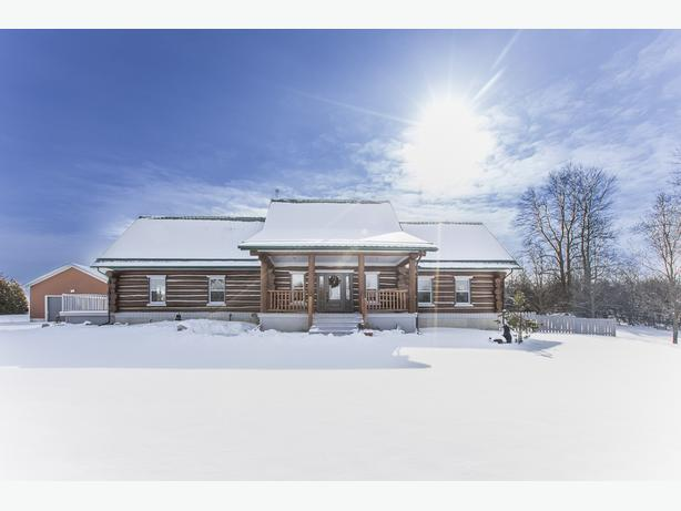Picturesque property - Minutes to Carleton Place and Perth