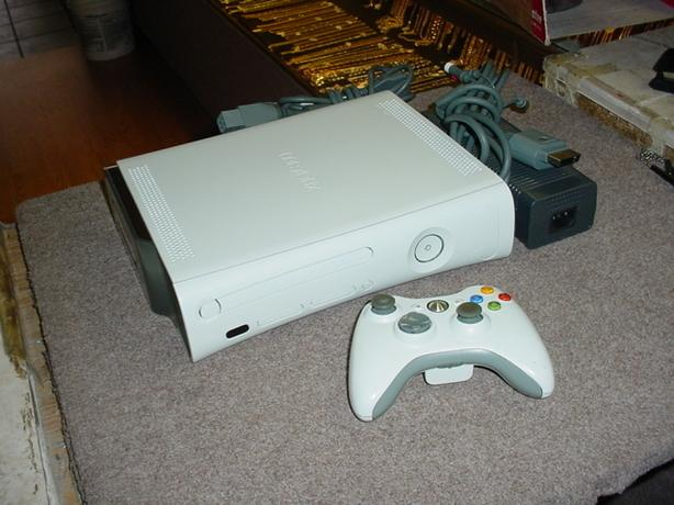 Modded XBOX 360 + cords + controller