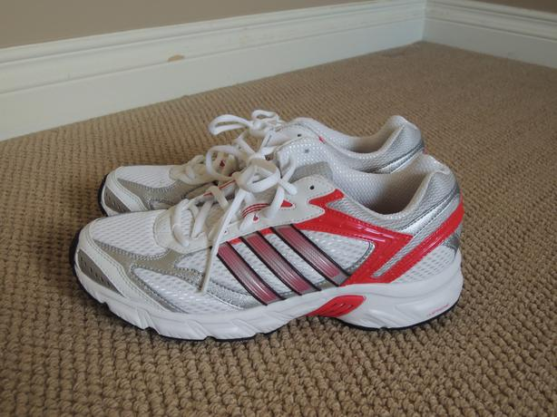 reputable site 62a7e f4c60 New Women s Adidas running shoes Size 8