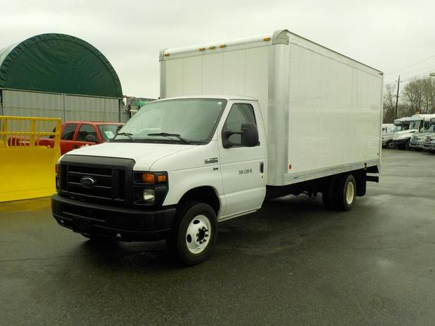 2011 Ford E-350 Super Duty 16 Foot Cube Van with Ramp