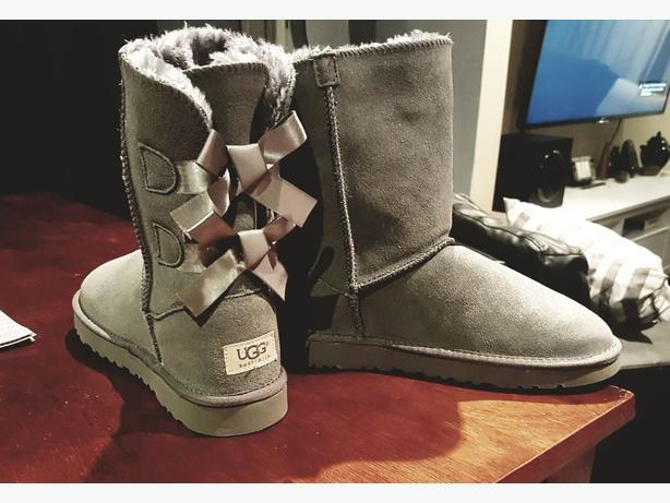 brand new bailey bow II grey UGGS