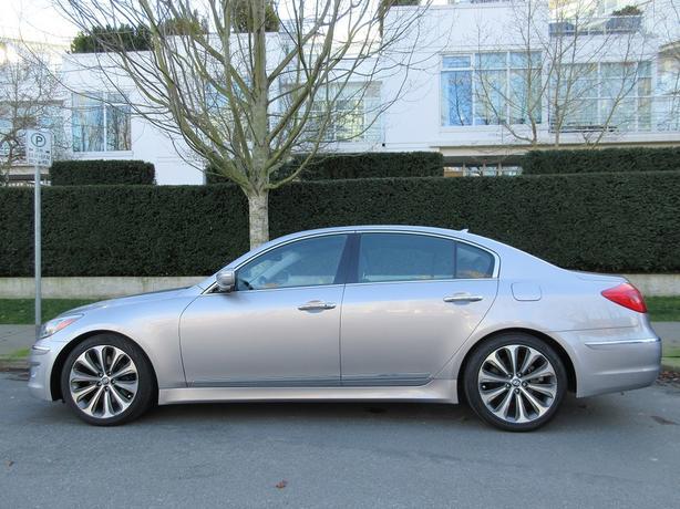 2012 Hyundai Genesis Sedan 5.0L R-Spec - 60,*** KM! - FULLY LOADED!
