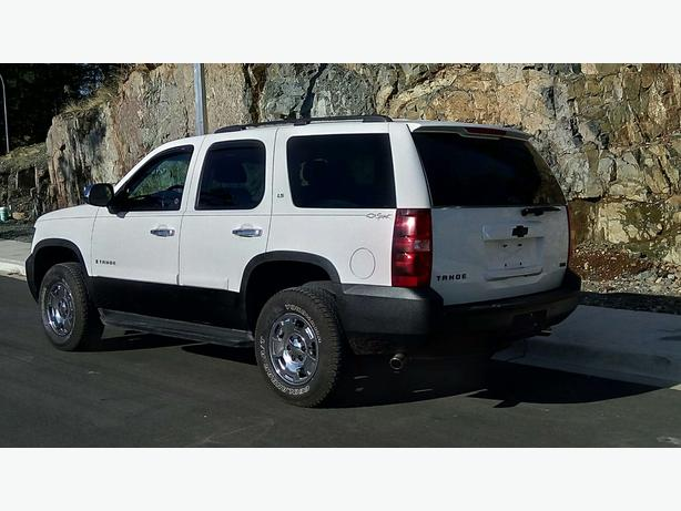2009 Chevrolet Tahoe LS 4X4 9 passenger Save Time and Money Trust Auto
