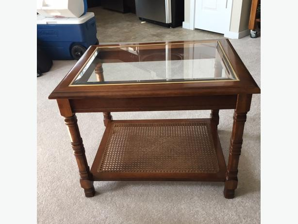 END TABLE   BEAUTIFUL HIGH QUALITY END TABLE