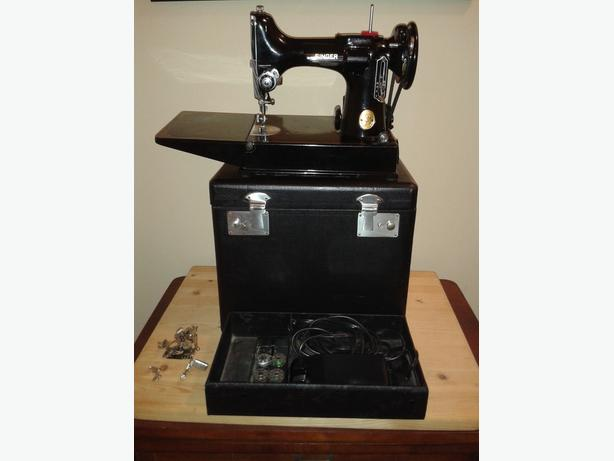 NICE! VINTAGE SINGER FEATHERWEIGHT 221 SEWING MACHINE & CASE