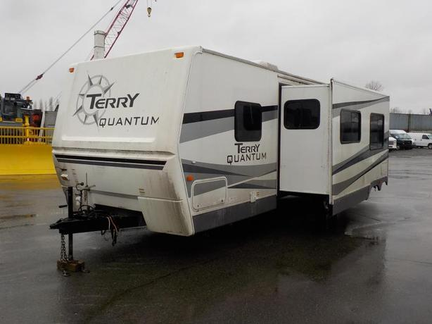 2006 Fleetwood Terry Quantum 1 Slide Out 320DBHS 32 Foot Travel Trailer